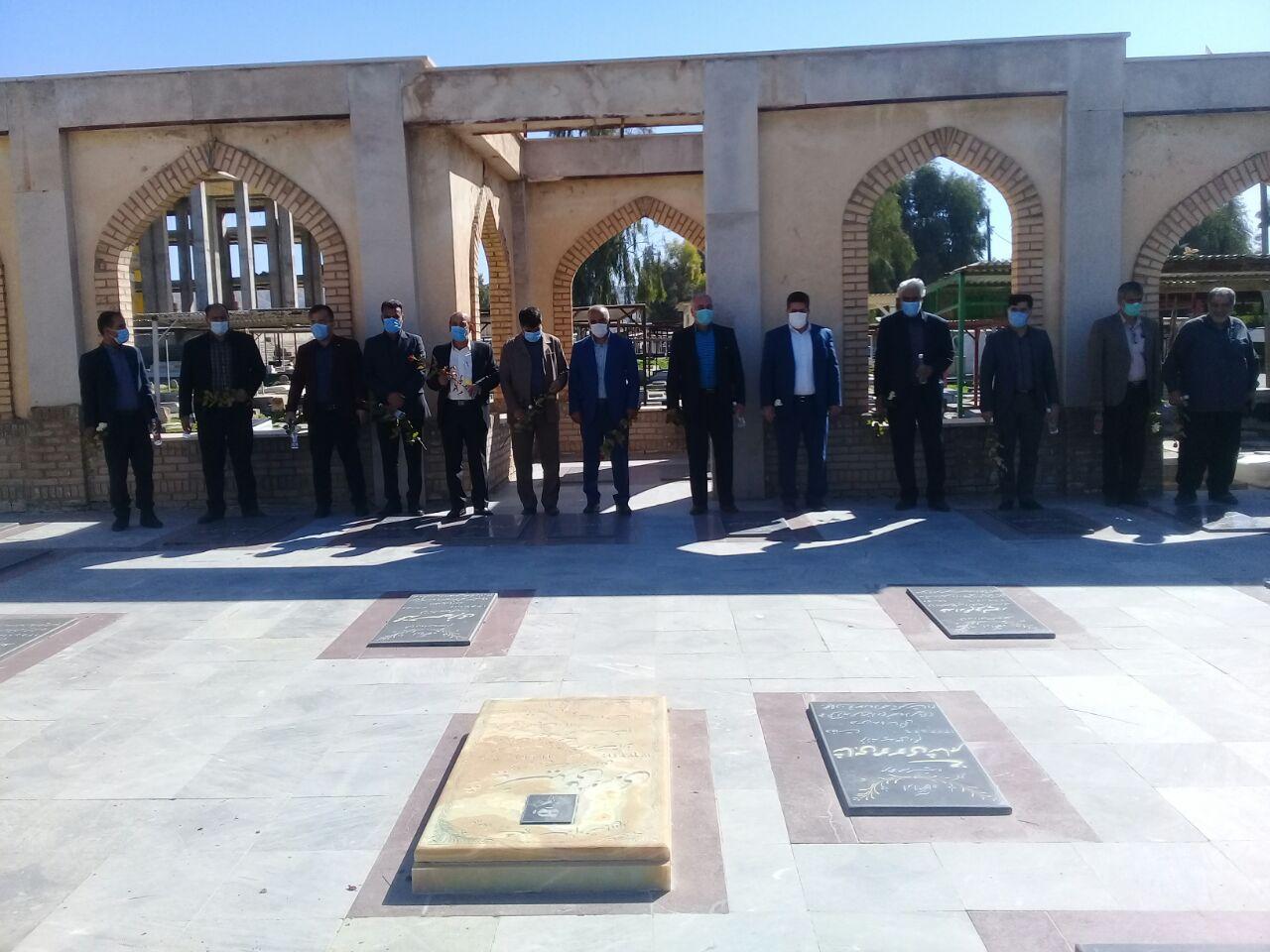 ادای احترام رییس فرهنگ و ارشاد اسلامی پلدختر به مقام شامخ شهدا + گزارش تصویری