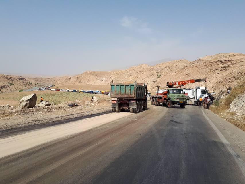 واژگونی نفتکش عراقی جاده پلدختر اندیمشک محدوده دهستان پاعلم