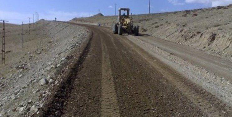 شنریزی و بهسازی ۱۷ کیلومتر راه روستایی پلدختر