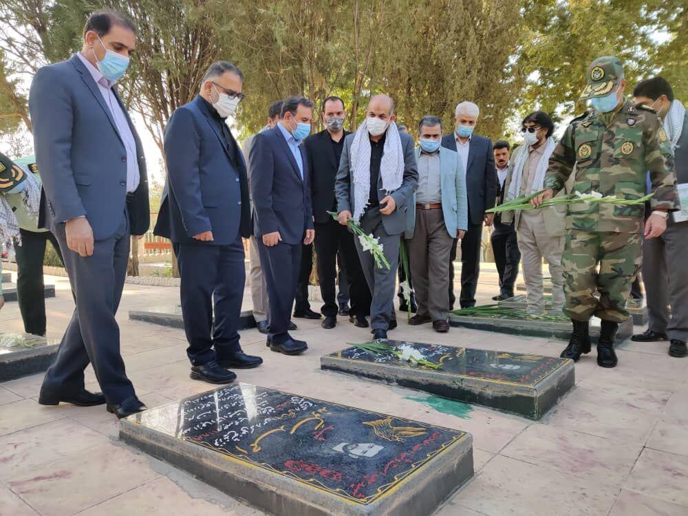 وزیر کشور به مقام شامخ شهدای لرستان ادای احترام کرد